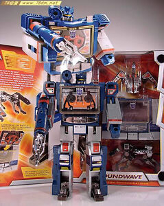 Transformers G1 HASBRO Edition Soundwave with ravage and lazerbeak in Stock