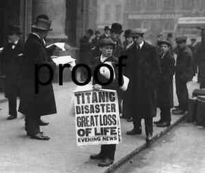 Titanic-Sinking-Ship-NewsBoy-selling-newpapers-Vintage-Antique-photo-print-1912