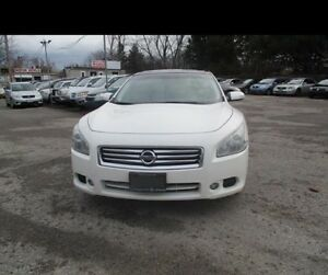 2009 mint condition Nissan Maxima panoramic roof!