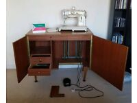Vintage Singer 431 Sewing Machine in Cabinet