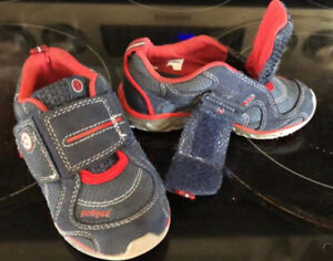 Pediped Velcro shoes size 23 a fits toddler 7 - 8
