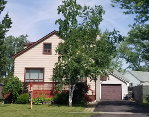 HOUSE FOR RENT in Welland $1700 + bills