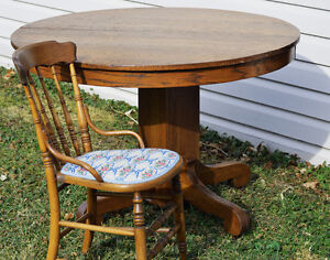 Antique Dining Table & Chairs Windsor Region Ontario image 1