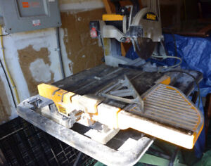 Dewalt D24000 Tile saw, complete with stand & all plastics