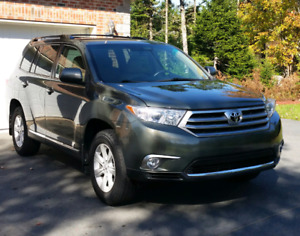 2013 Toyota Highlander SUV - 7 passenger with leather