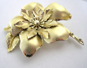 Vintage Coro Brooch in a Large Flower Design