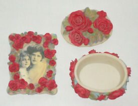 COLLECTABLE RED ROSE FLORAL PATTERN ORNAMENTS PHOTO FRAME & TRINKET BOX CASE