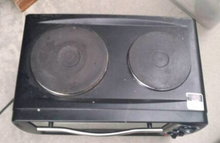 Hot plate and oven in one great for flat , caravan etc Goulburn 2580 Goulburn City Preview
