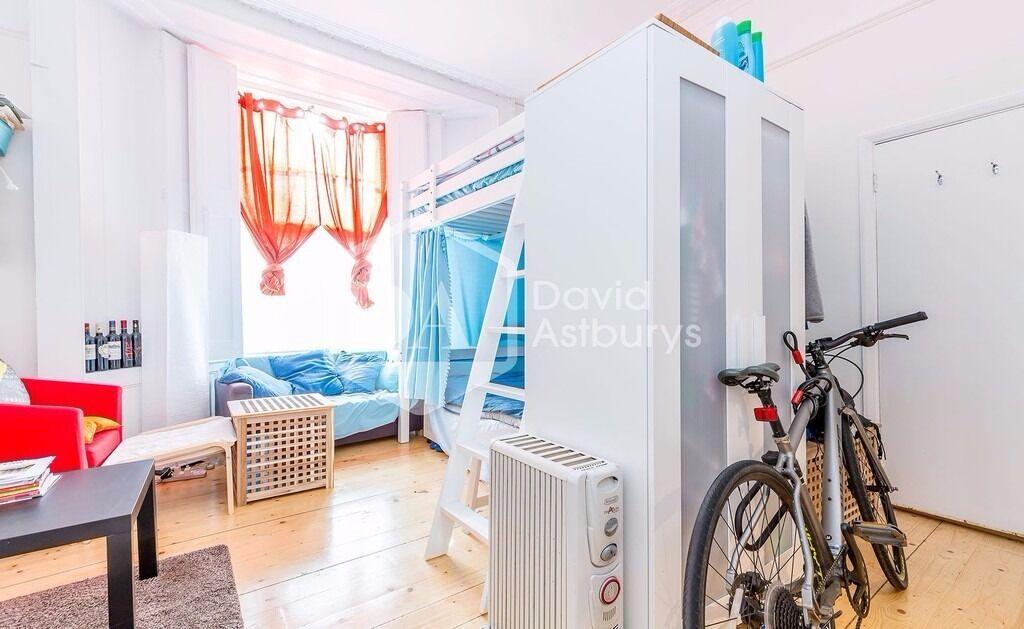 Studio flat with mezzanine sleeping area NW5 Queens Crescent