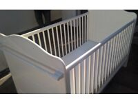 COT / TODDLER BED **MUST GO ASAP**