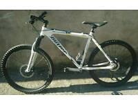 !#ClaudButler Pinewood 2009 MTB#! Vgc, dual disc brake, 26'' rims, upgrades, bike