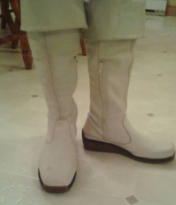 Ladies White Leather Boots - Size 8