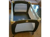 Graco baby cot that folds also baby bed