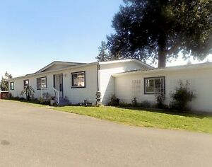 3 BEDROOM DOUBLE WIDE MOBILE HOME (+GARAGE & ENCLOSED SUNROOM)