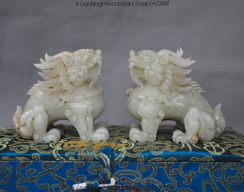 Old Chinese Feng Shui Hetian White Jade Hand-carved Lion Kirin Evil Beast Statue