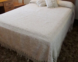 Bed Cover Hand woven Queen with two throw Pillows Cream