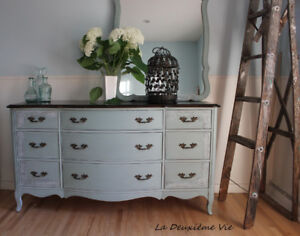 French Provincial Dresser with Mirror/ Commode Vintage+ Miroir