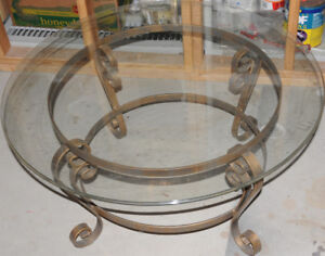 Table 3' Round Glass & Metal