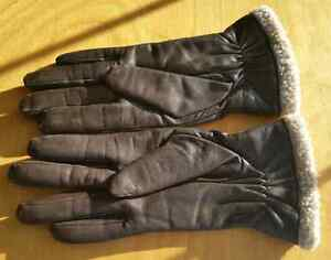 Ladies Brown Leather Gloves by Danier, fits Small