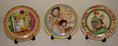 3 Vintage 1991 MARY ENGELBREIT Miniature Collector Plates w/ Stands
