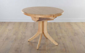 Hudson Soilid Oak Extending Dining Table