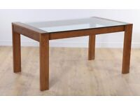 Dining table with set of four chairs in Very good condition