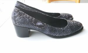 Woman's Leather Ecco Shoes
