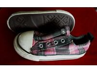 Girls Converse & Dance yourself dizzy Trainers size 7