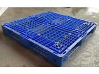 Plastic pallets, square pallets, heavy duty pallets