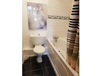 2 bedroom flat in Hillcroome Road, Sutton, SM2