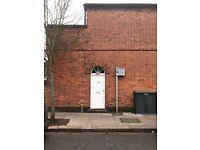 2 bedroom flat in Upper Richmond Road West, London, SW14