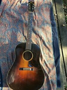 Looking to buy Gibson J35 (1936-1942)