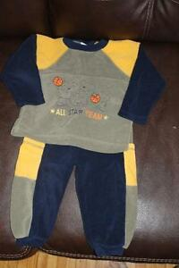 jogging suit size 2 London Ontario image 1
