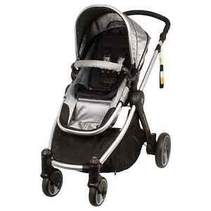 Babe love stroller Hughes Woden Valley Preview