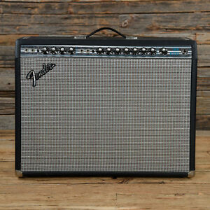 Fender Twin Reverb Vintage 2 Pre-amps 4 Speakers (100 Watts)