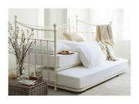 Daybed that can turn in to double bed
