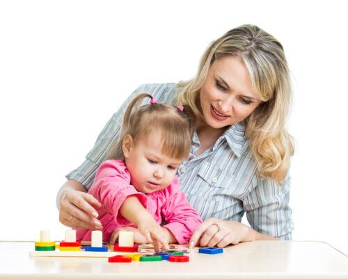 Mit diesen Spielen lernt Ihr Kind Farben kennen und benennen