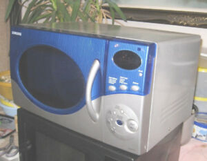 Used Samsung Stainless Steal Microwave, 0.9 cu.ft, 1200 W, great