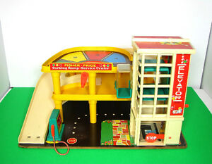 OLD FISHER PRICE SET TOYS PARKING GARAGE TREE HOUSE BUS PEOPLE