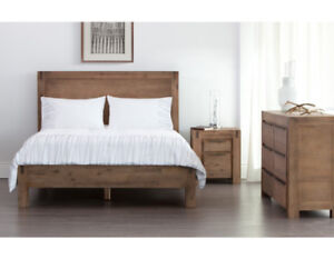 Hamburg queen bed, MINT condition, $200 off