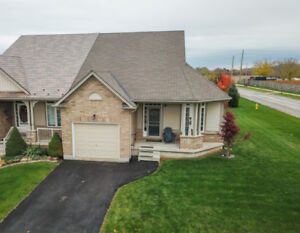 STYLISH SEMI-DETACHED BUNGALOW IN BEAMSVILLE… ON LARGE LOT!
