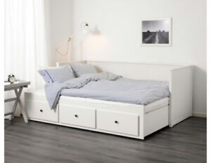Daybed with 3 drawers/2 mattresses, white less than 2 years old!