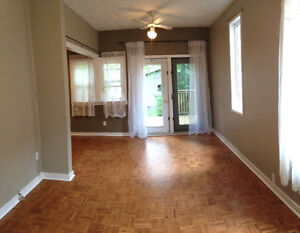 2 BDRM Mainfloor close to UofS, Downtown and Broadway,Great Area
