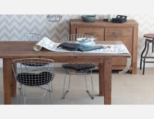SOLID WOOD EXTENDABLE DINING ROOM TABLE