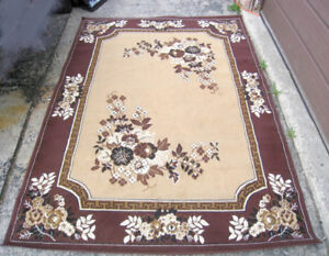 Nice Area Rug 5' X 7.5' in good condition