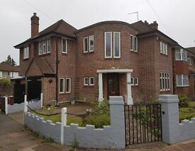 4 bedroom house in Cavendish Drive, Edgware, HA8