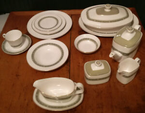 Royal Doulton Dinnerware Set For 8 & Completer Pcs