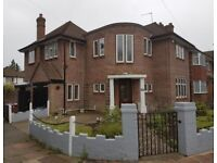 5 bedroom house in Cavendish Drive, Edgware, HA8