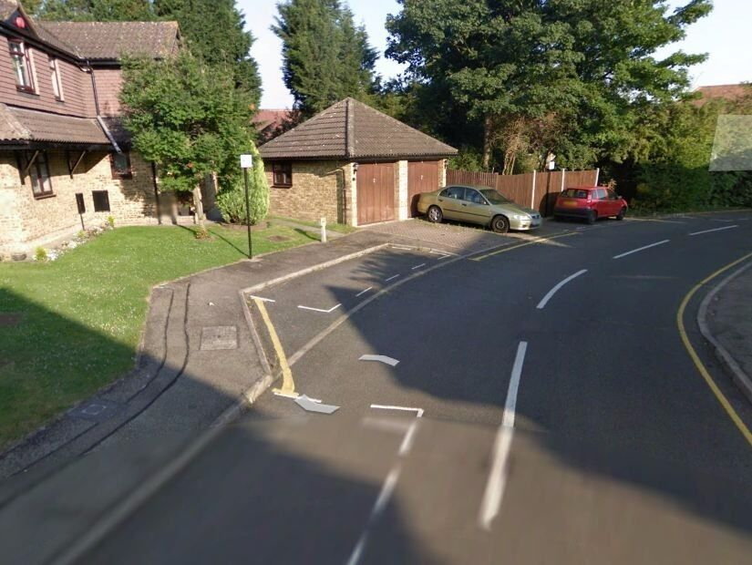 Off road parking with 24/7 access in a quiet residential street in ***WINCHMORE HILL*** (3399)