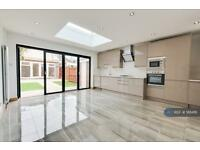 4 bedroom house in Fulwell Park Avenue, London, TW2 (4 bed)